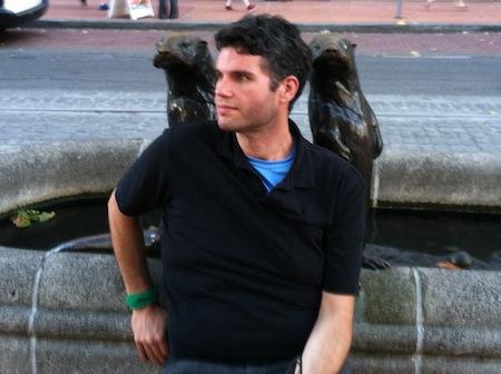 keep-it-up-david-garcia-otter-statues