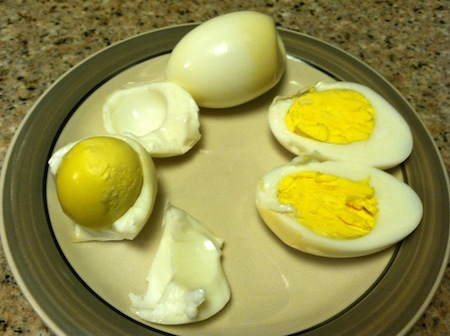 hard-boiled-eggs-peeled