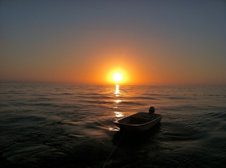 sunset-pacific-ocean-dinghy