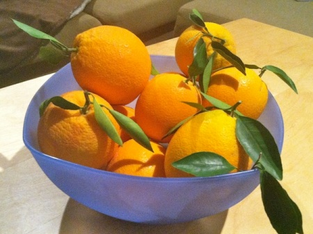 bowl-of-oranges-with-leaves