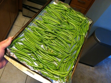 raw-green-beans-on-tray
