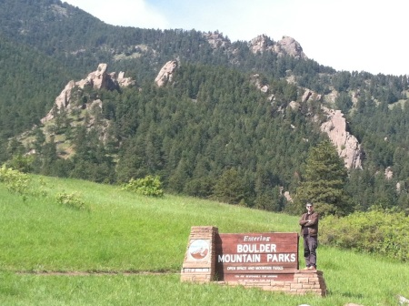 boulder-mountain-parks-sign