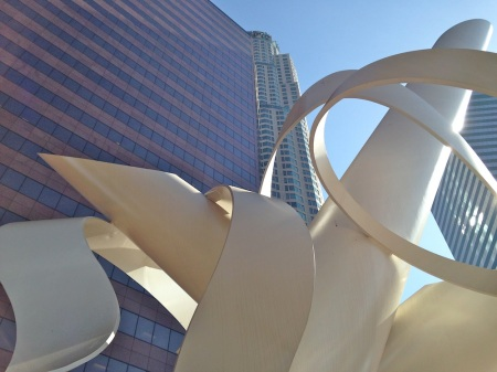 400-south-hope-us-bank-tower-sculpture