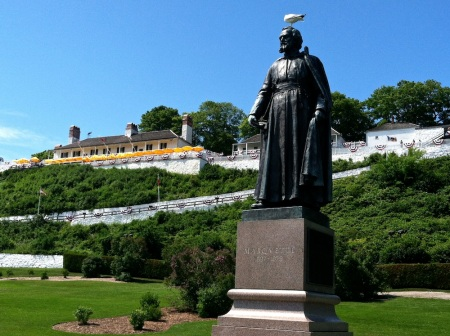 fort-mackinac-father-marquette-statue