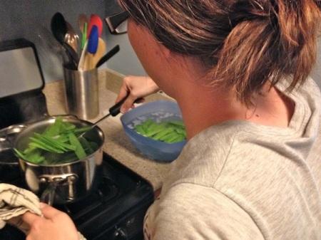 katie-blanching-snow-peas