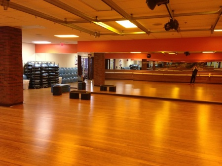 crunch-burbank-group-fitness-room