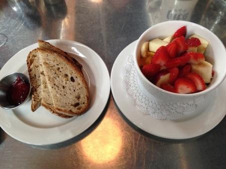 toast-fruit