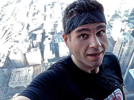 David-Selfie-Skydeck-Ledge