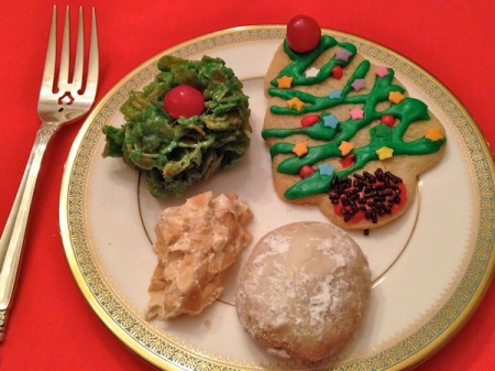 christmas-cookies-on-plate