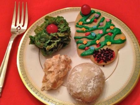 christmas-cookies-on-plate
