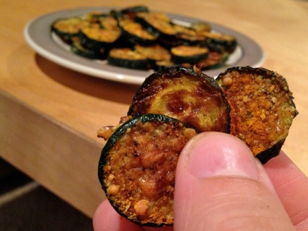 parmesan-zuccchini-chips-closeup