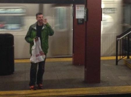 subway-platform-nose-picker