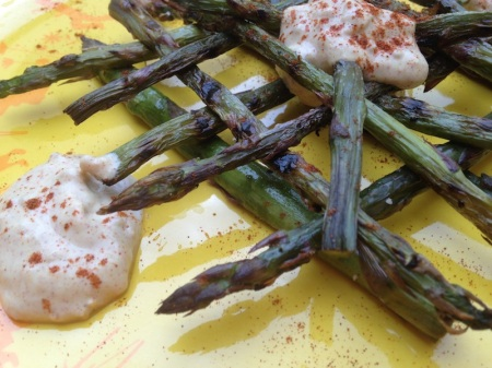 close-up-grilled-purple-asparagus