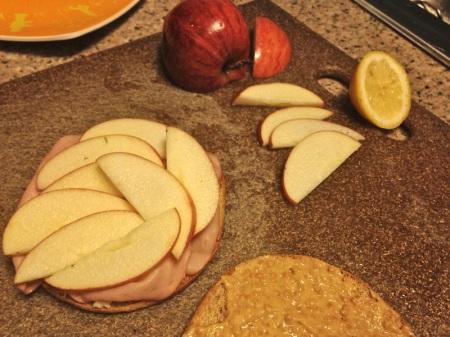 sliced-apple-on-sandwich