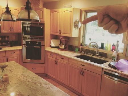 kitchen-pointing-colander