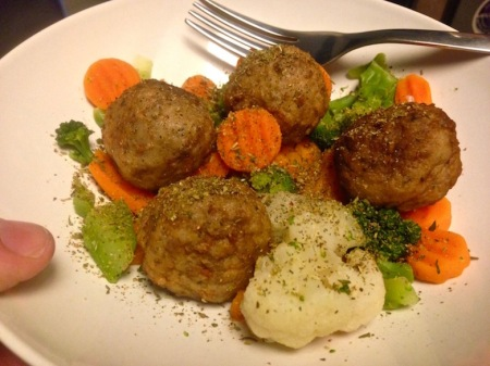 Lunch: Meatballs with California veggie blend