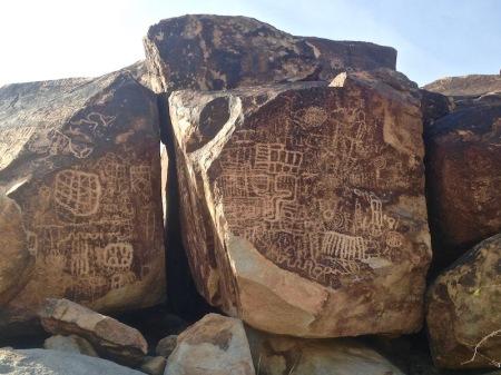 petroglyphs-rock-grapevine-canyon