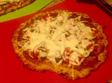 cauliflower-crust-pizza-onion-tomato-anchovy