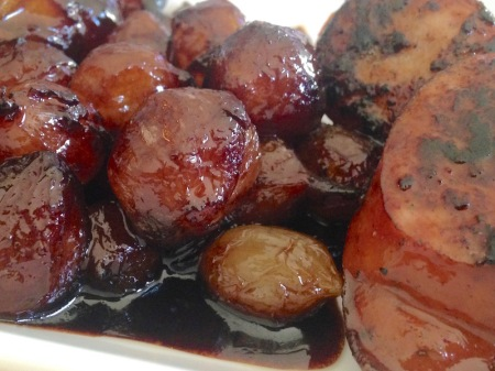 balsamic-molasses-glazed-pearl-onions-closeup