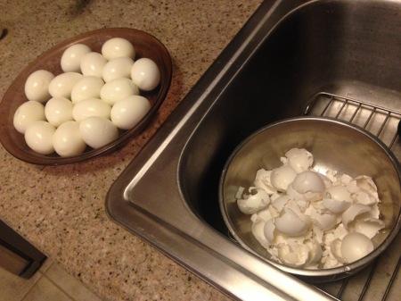 peeling-hard-boiled-eggs