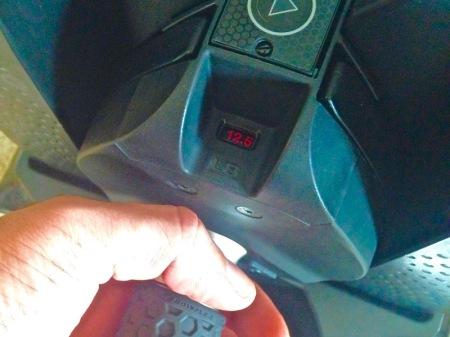 closeup-bowflex-selecttech-560-dumbell-weight-display