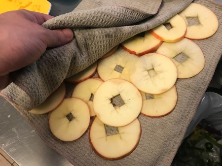 patting-dry-apple-slices